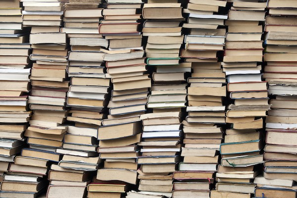 Piles of books at a stand downtown Rome (© giulio napolitano:Shutterstock.com)